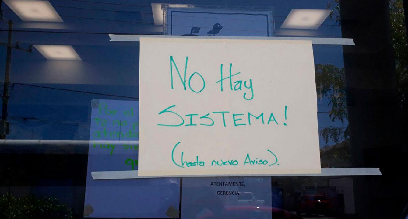 """Letrero de """"no hay sistema"""" celebra extensión de inamovilidad laboral"""