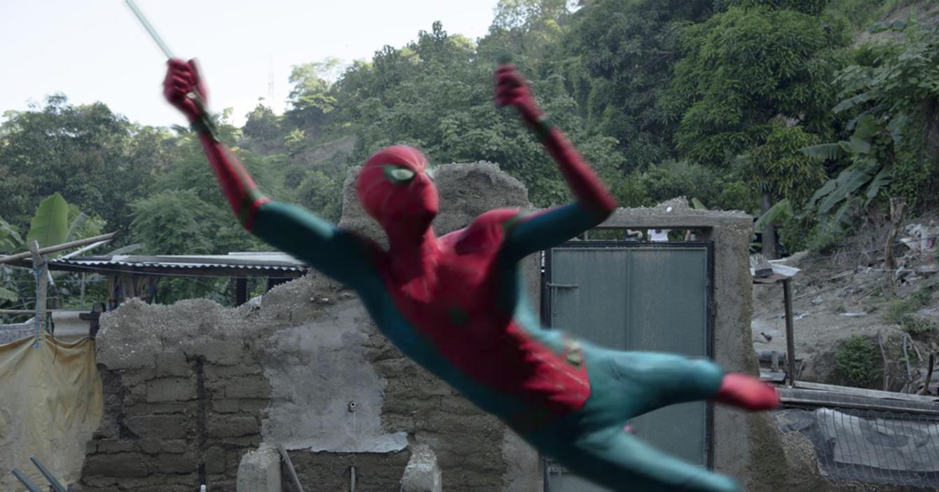 Spider-Man destruye todo un pueblo tras balancearse en casas de bahareque