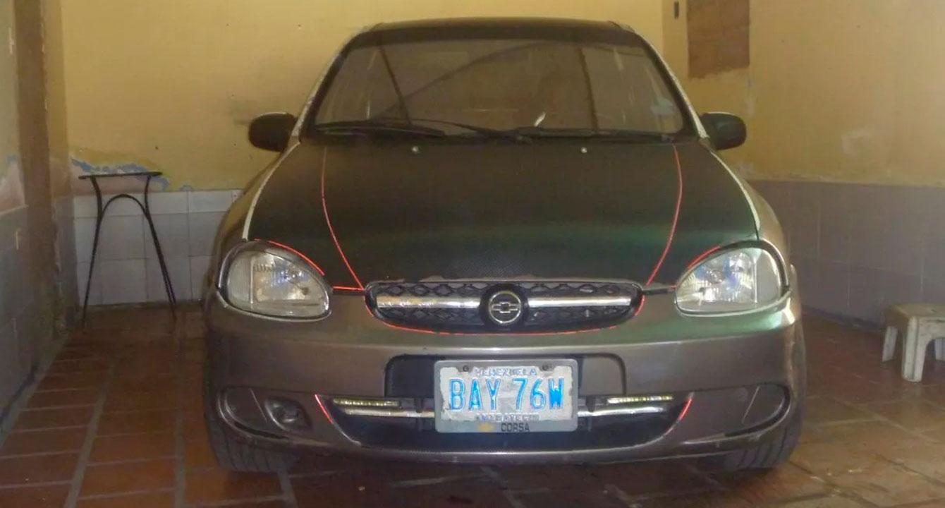 Gasolina iraní no le hace nada a carro que lleva 2 años parado por repuestos