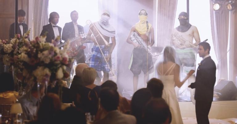 Novios arrepentidos de contratar a la banda del Coqui para su boda