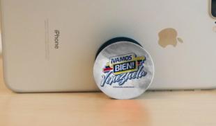 Popsocket del iPhone de Guaidó explica lo difícil de cargar con todo el peso de la oposición