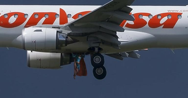Supermán salva avión venezolano por decimocuarta vez este mes