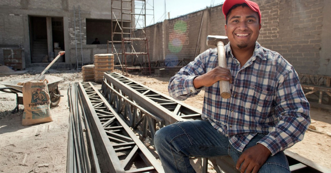 Albañil que bebió 4 litros de Ventarrón es ascendido a maestro de obra