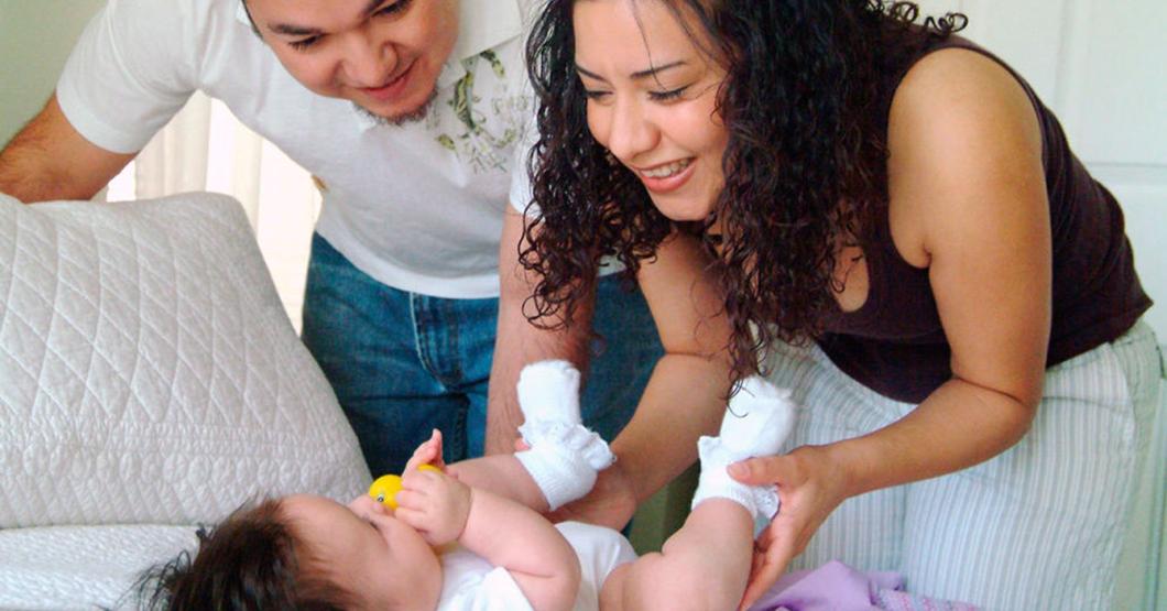"""""""Es muy inteligente"""", dice señora sobre bebé que dijo """"papá"""" como si no lo hicieran todos"""