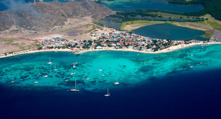 Los Roques se prepara para recibir cientos de turistas que irían a Ibiza si no los estuviera buscando Interpol