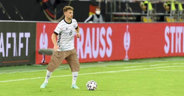 UEFA prohíbe el uso de la bandera LGBTQ+ y los shorts por encima de la rodilla