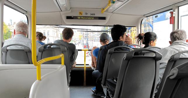 Venezolano reconoce a paisano en Alemania porque pidió la parada en el autobús