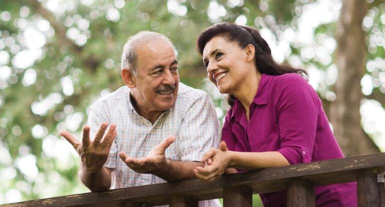 Señor defiende los valores de la familia tradicional a pesar de tener dos familias