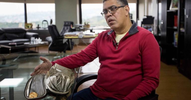 Elías Jaua denuncia que le voltearon la lonchera en la sede del PSUV