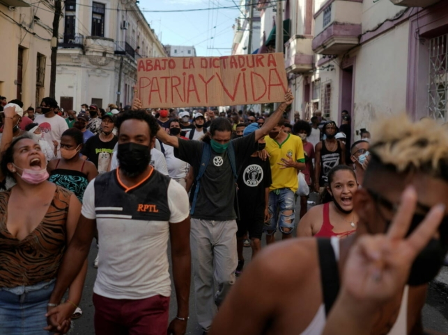 Cuba cumple 62 años a la espera del primer gringo comunista que quiera mudarse