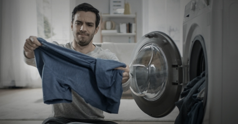 Secadora maldita encoge ropa solo para destruir autoestima de joven