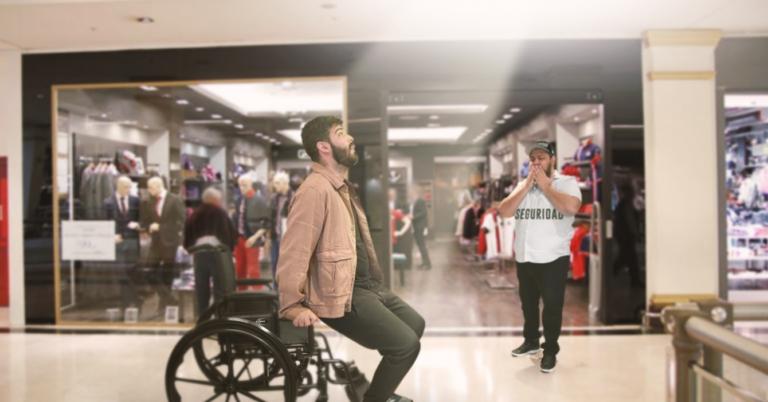 MILAGRO: Señor en silla de ruedas se levanta para que lo dejen entrar a Balú