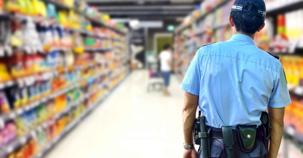 Vigilante pide los antecedentes penales para salir del supermercado