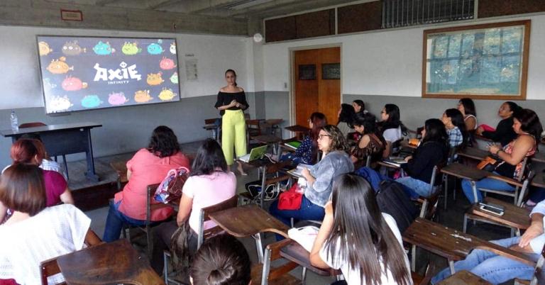 Para captar nuevos estudiantes UCV abre máster de Axie Infinity
