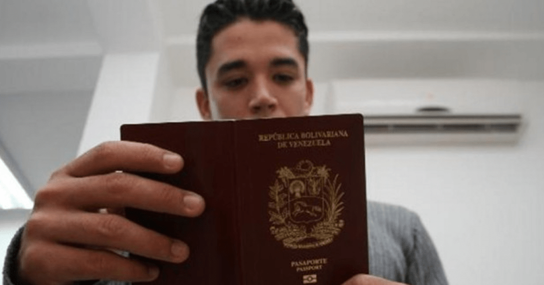 Joven toma previsiones para el segundo apagón y hace compra nerviosa de pasaport