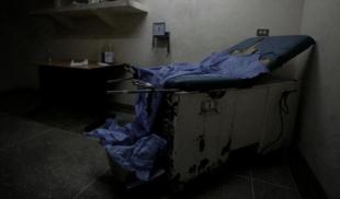 Abren casa del horror en hospital que sigue funcionando