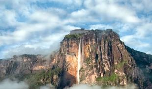 Maduro anuncia la construcción de un hotel Venetur en el Salto Angel