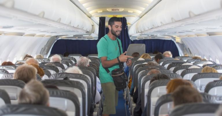 Se mete un rapero a improvisar en vuelo de Conviasa