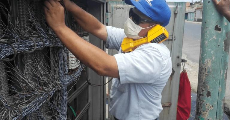Urbanización celebra que técnico de Cantv puso cables de internet robados de otra urbanización
